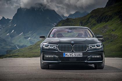 BMW 7er G11/G12 Aussenanansicht Front statisch grau