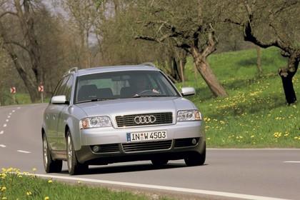 Audi A6 Avant C5 Aussenansicht Front schräg dynamisch silber