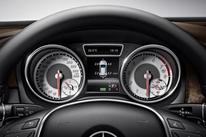 Mercedes-Benz GLA X156 Innenansicht Detail Kombiinstrument statisch schwarz