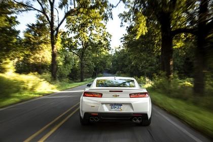 Chevrolet Camaro SS Aussenansicht Heck dynamisch weiss