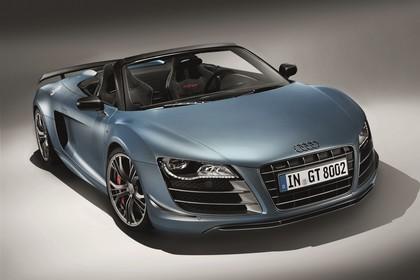 Audi R8 Aussenansicht Front schräg Studio statisch blau