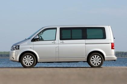 VW T5 Multivan Aussenansicht Seite statisch silber