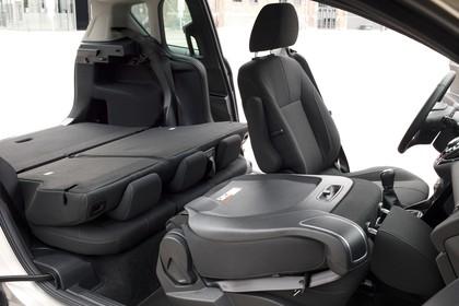 Ford B-MAX Innenansicht Vordersitze und Rückbank