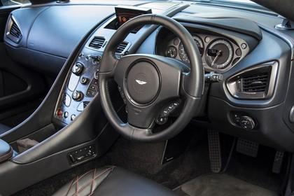 Aston Martin Vanquish VH Innenansicht statisch Fahrersitz und Armaturenbrett fahrerseitig