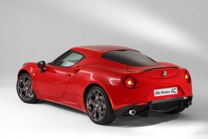 Alfa Romeo 4C Aussenansicht Heck schräg statisch Studio rot