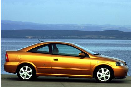 Opel Astra G Coupe Aussenansicht Seite statisch gold