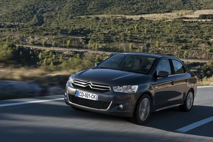 Citroën C-Elysee Aussenansicht Front schräg dynamisch grau