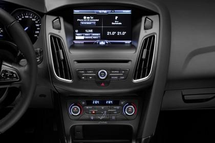 Ford Focus Schrägheck Mk3 Innenansicht Armaturenbrett Infotainmentsystem und Klimatronik