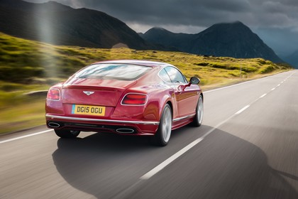 Bentley Continental GT Speed Aussenansicht Heck schräg dynamisch rot