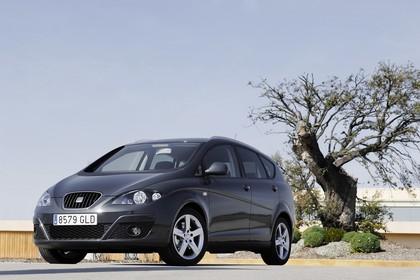 SEAT Altea XL 5P Facelift Aussenansicht Front schräg statisch dunkelblau