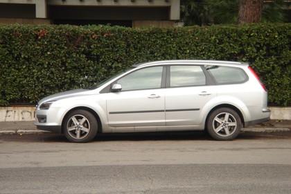 Ford Focus Turnier MK2 Aussenansicht Seite statisch silber