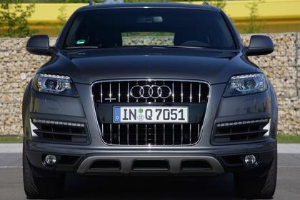 Audi Q7 4L Aussenansicht Front statisch grau