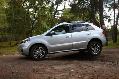 Renault Koleos Y Facelift Aussenansicht Seite schräg statisch silber
