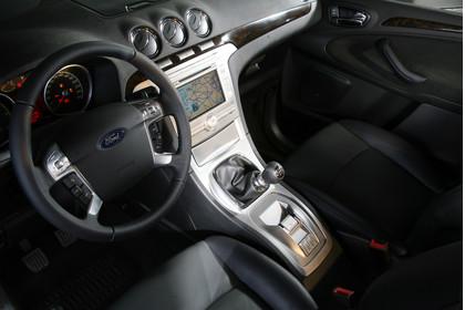 Ford Galaxy II Innenansicht statisch Vordersitze und Armaturenbrett fahrerseitig