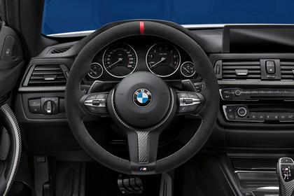 BMW 4er Gran Coupe F36 M Performance Innenansicht Fahrerposition Studio statisch schwarz