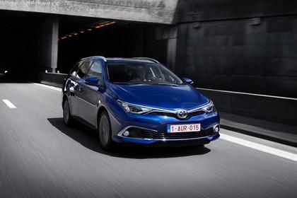 Toyota Auris Touring Sports E18 Aussenansicht Front schräg dynamisch blau