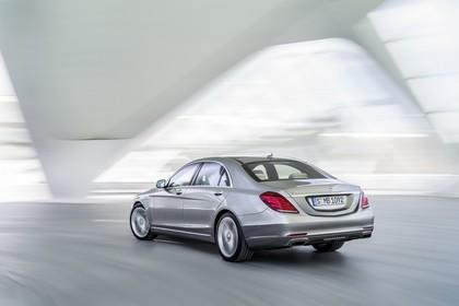 Mercedes-Benz S 400 Hybrid W222 Aussenansicht Heck schräg dynamisch grau