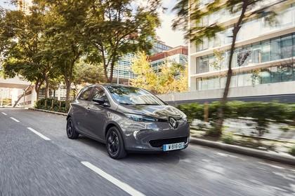 Renault ZOE Aussenansicht Front schräg dynamisch beige