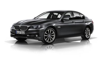 BMW 5er Limousine F10 Aussenansicht Front schräg Studio statisch grau