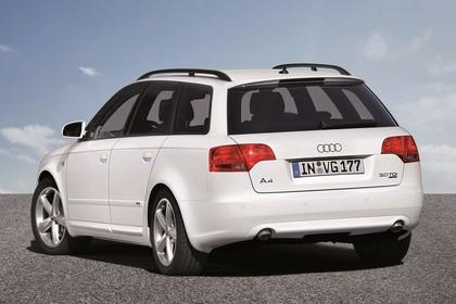 Audi A4 Avant B7 Aussenansicht Heck schräg statisch weiß