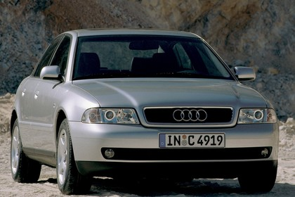 "Audi A4 Limousine B5 Aussenansicht Front schräg statisch silber"""