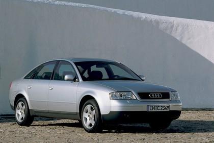Audi A6 Limousine C5 Aussenansicht Front schräg statisch silber