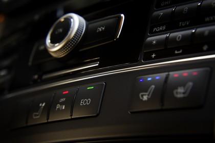 Mercedes E-Klasse W212 Innenansicht Detail Klimaanlage statisch schwarz