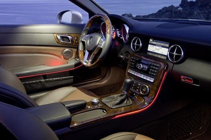 Mercedes SLC R172 Innenansicht statisch Holz braun