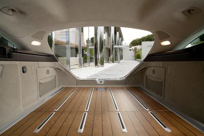 Mercedes-Benz CLS Shooting Brake X218 Innenansicht Kofferraum geöffnet Rücksitzbank umgeklappt statisch Holzfussboden