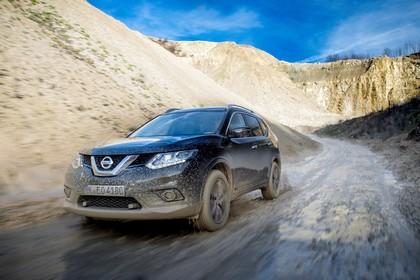Nissan X-Trail T32 Aussenansicht Front schräg dynamisch schwarz
