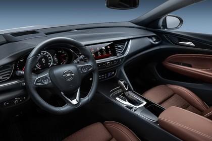 Opel Insignia B Grand Sport Innenansicht Fahrerposition Studio statisch braun