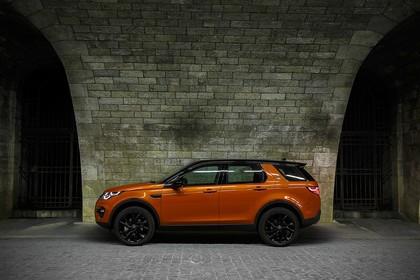Land Rover Discovery Sport L550 Aussenansicht Seite statisch orange