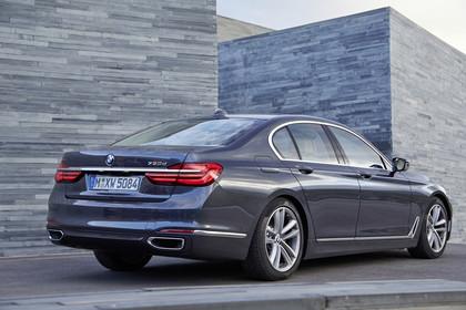 BMW 7er G11/G12 Aussenanansicht Heck schräg statisch grau