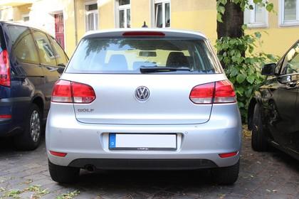 VW Golf 6 Fünftürer Aussenansicht Heck statisch silber