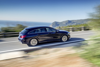Mercedes CLA Shooting Brake X117 Aussenansicht Seite schräg dynamisch blau
