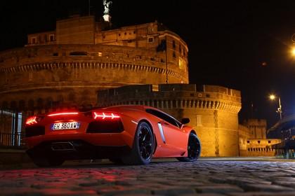 Lamborghini Aventador Aussenansicht Heck schräg statisch orange