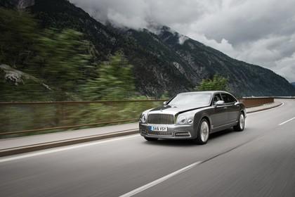 Bentley Mulsanne EWB Aussenansicht Front schräg dynamisch grau