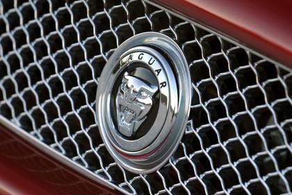 Jaguar XK Coupé X150 Aussenansicht Detail Kühlergrill statisch silber