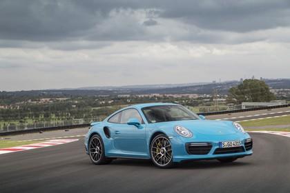 Porsche 911 Turbo S 991.2 Aussenansicht Front schräg statisch blau