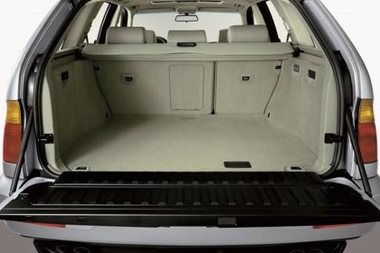 BMW X5 E53 Innenansicht statisch Studio Kofferraum