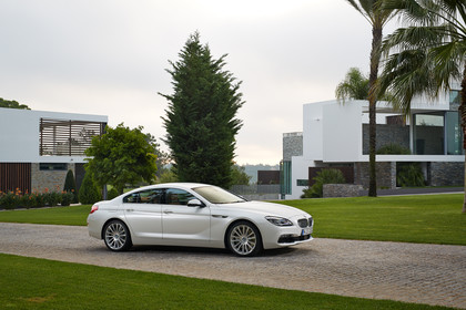 BMW 6er Gran Coupe F06 Aussenansicht Seite schräg statisch weiss