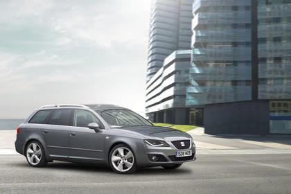SEAT Exeo ST 3R Facelift Aussenansicht Seite schräg statisch grau