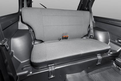 Lada 4x4 Innenansicht statisch Studio Rücksitze beifahrerseitig