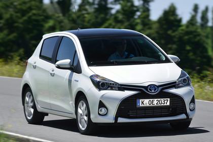 Toyota Yaris (XP13) Aussenansicht Front schräg dynamisch weiß