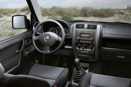 Suzuki Jimny FJ Innenansicht statisch Vordersitze und Armaturenbrett fahrerseitig