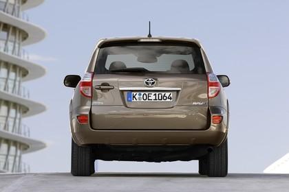 Toyota RAV4 XA3 Facelift Aussenansicht Heck statisch braun