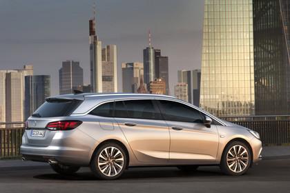 Opel Astra K Sports Tourer Aussenansicht Seite statisch silber