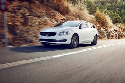 Volvo V60 Polestar F Aussenansicht Front schräg dynamisch weiss