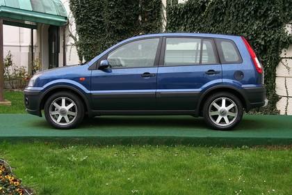 Ford Fusion Aussenansicht Seite statisch blau
