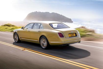 Bentley Mulsanne Aussenansicht Heck schräg dynamisch gelb